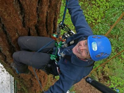 Sarah of the Pacific Tree Climbers.